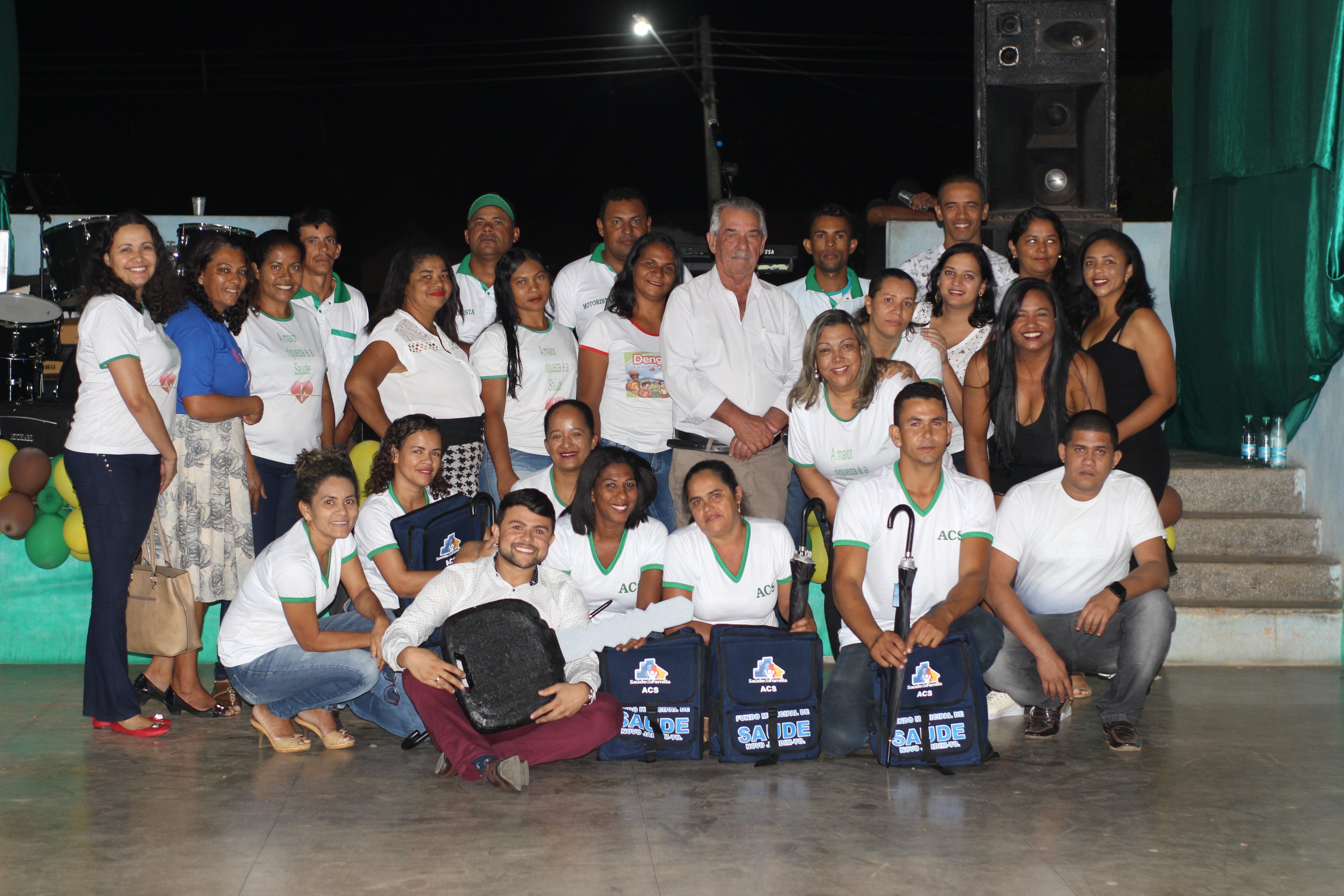 Prefeitura entrega kits de trabalho e uniforme para agentes comunitários de saúde
